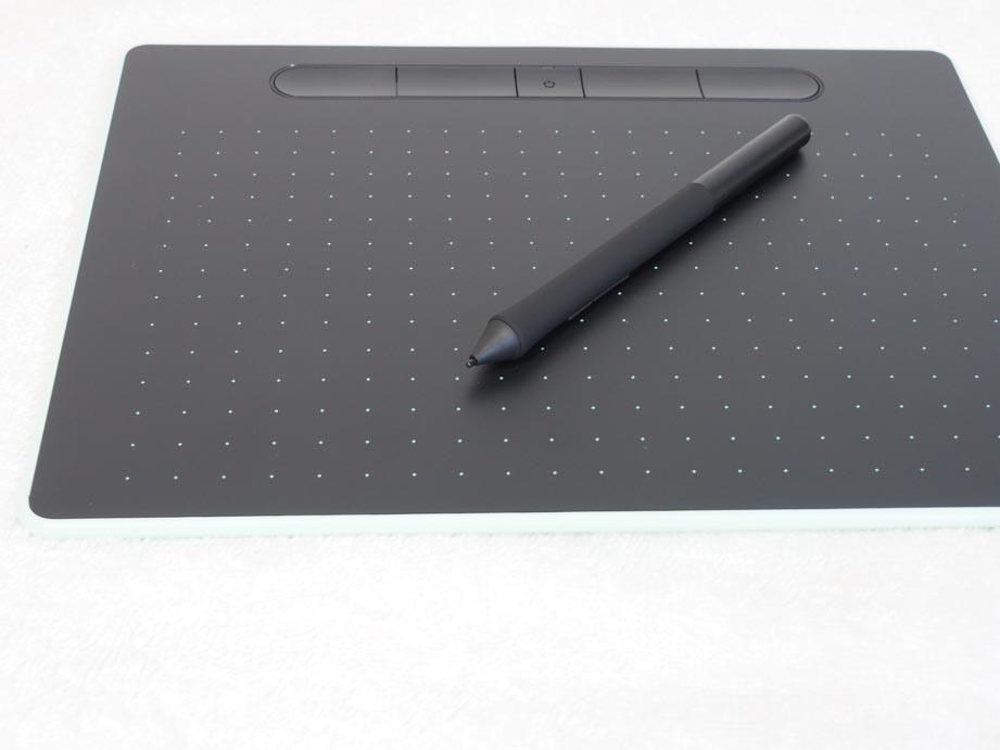 タブレット本体と付属ペン