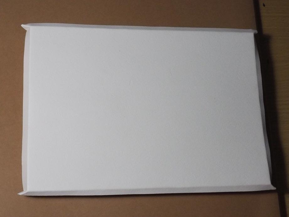 濡らした紙をパネルに張る